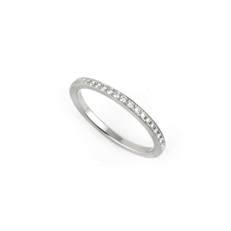 18k White Gold Round Brilliant Cut Diamond Eternity Ring